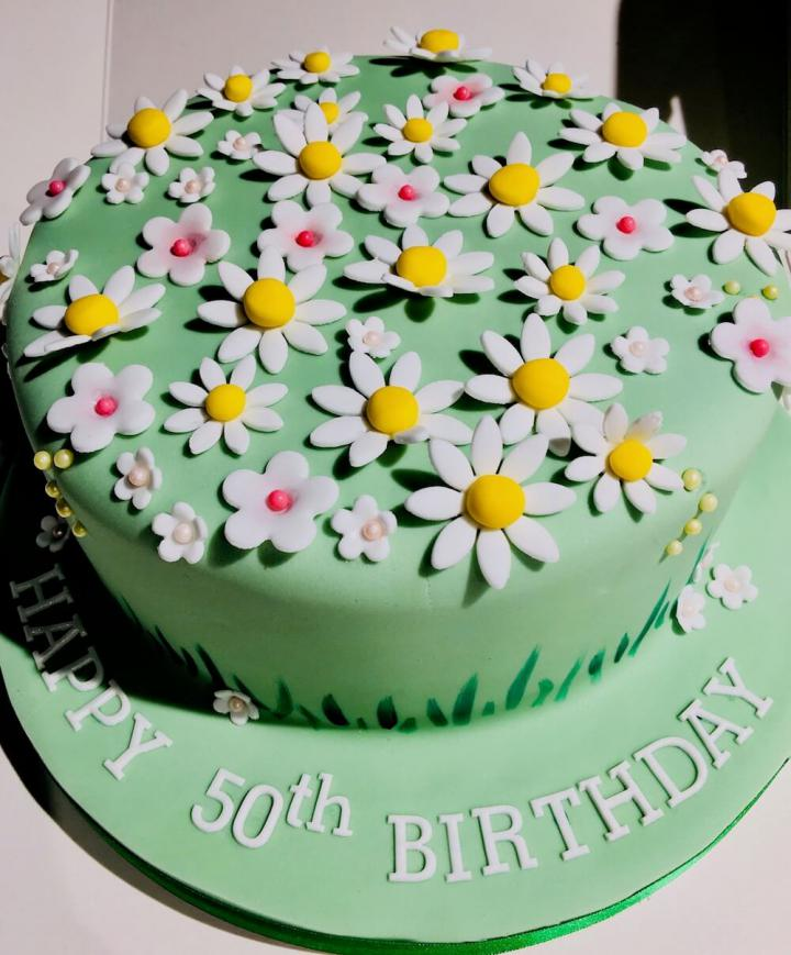 Daisy Celebration Cake
